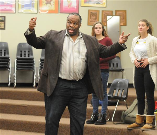 RENOWNED BARITONE LESTER LYNCH GUEST TEACHES AT CCSD
